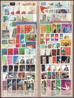 Észak-Korea 232 klf bélyeg berakólapon, közte régiek is
