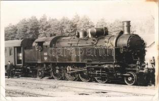 1942 MÁV 442 sorozatú szertartályos gőzmozdony / Hungarian State Railways locomotive. photo (EK)