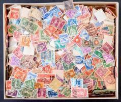 Kb. 1.600 db 1960 előtti svájci bélyeg, benne klasszikusok, dobozban ömlesztve