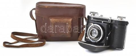 cca 1935 Certo Dollina összecsukható fényképezőgép, F. Deckel Compur 300 zárral, Steinheil Cassar 50 mm f/2,9 lencsével, jó állapotban, kissé kopott bőr tokjában / Vintage German folding camera, in good condition, in slightly worn leather case