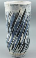 Gorka Lívia (1925 - 2011) Díszváza. Korongozott és kézzel formázott samottos kerámia. Oldalukon csavart mintázatú, többrétegű, fekete, kék és fehér mázakkal festett és visszakarcolt technikával díszített vázatest. Vízkőmaradványok. Alján jelzett: festett Gorka Lívia. m: 26cm