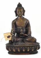 Tanító Buddha (jnana mudra). Patinázott öntött bronz. XX. század közepe. m: 21 cm A jnana szanszkritul bölcsességet vagy tudást jelent, a mudra pedig pecsétet vagy gesztust. A hüvelykujj a legfelsőbb lelket, a mutatóujj pedig az egyéni lelket jelképezi. Ez a mudra azt a bölcsességet jelképezi, hogy az egyéni lélek egy a legfelsőbb lélekkel.