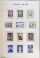4 kötetes Leuchtturm előnyomott falcmentes album Ausztria 1867-1999, az első 2 kötet üres, 1945-től sok bélyeg megvan, 1955-től gyakorlatilag teljes. Nagy mennyiségű, szép anyag!!! Érdemes megnézni!!!