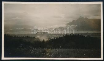 1931 Kinszki Imre (1901-1945) budapesti fotóművész hagyatékából, általa feliratozott és datált vintage fotó (ez a szerző 947. sz. felvétele), 4,5x8,2 cm