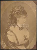 cca 1880 Jelzés nélküli műtermi portré, kasírozva, 22,5x17 cm