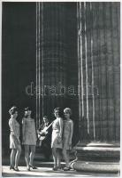 cca 1969 Budapest, Ágoston István fotóriporter pecséttel jelzett vintage fotóművészeti alkotása, 23x16 cm