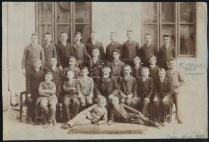 1903 Pápa, a gimnáziumi tanulók csoportképe, kasírozott vintage fotó, 19,5x29 cm