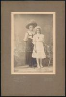 1910 Budapest, Hollenzer és Okos fényképészek műtermében készült, keményhátú vintage fotó, a felirat szerint Christofoletti Mariska bérmálása alkalmából készült a fénykép, 14,5×9,5 cm