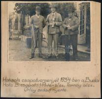 1934 A Budai Hotis lőversenyén szerepelt csapat, nevesített csoportkép, katonatisztek civilben, vintage fotó: 12x17 cm, karton 20x20,8 cm