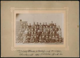 1913 Kecskemét, az elemi iskola II. osztályának csoportképe, 11x17 cm, karton 20x27,5 cm