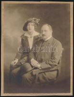 1919 Budapest, Strelisky Sándor (1851-1922) császári és magyar királyi udvari fényképész műtermében készült, hidegpecséttel jelzett vintage fotó, kasírozva, 23,5x18 cm