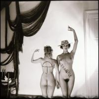 cca 1987 Vigyázz rám, Menesdorfer Lajos (1941-2005) budapesti fotóművész hagyatékából, 1 db vintage NEGATÍV aktmodellekről, 6x6 cm