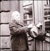 cca 1969 Feleki Kamill (1908-1993) színművészről készült felvételek, Kotnyek Antal (1921-1990) budapesti fotóriporter hagyatékából 6 db vintage NEGATÍV, 6x6 cm