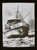 cca 1960 Az 1. sz. Jégtörő hajó, Kotnyek Antal (1921-1990) budapesti fotóriporter hagyatékából 1 db NEGATÍV, 4,6x3,5 cm