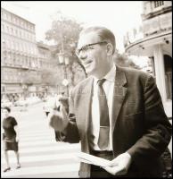 cca 1967 Magyar Bálint (1910-1992) filmtörténész, a Magyar Színház krónikása, Kotnyek Antal (1921-1990) budapesti fotóriporter hagyatékából 12 db vintage NEGATÍV, 6x6 cm