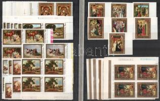 1967-1983 Festmény, művészet motívumbélyegek, sorok, blokkok, köztük vágott értékek, összefüggések, ívszéli és ívsarki példányok, érdekességek, 2 db berakólapon, 1 db stecklapon + tasakokban. Érdemes megnézni!