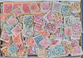 Ausztria kb 1.000 bélyeg közte sok kivágás 1867-től az 1930-as évekig, kis dobozban / Austria ~1.000 stamps with a lot of cuttings from 1867 to the 1930-es in a box