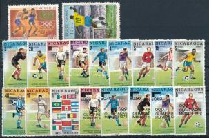 18 db labdarugás motívum közte teljes sorok, nagyrészt a Vásárhelyi tervezte nicaraguai bélyegek + Papp László ábrázoló mongol olimpia bélyeg