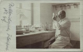 Bacteriologist at a field laboratory photo, Bakteriológus katonai laboratóriumban photo