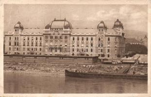Pozsony Ministry office with barge (EB)