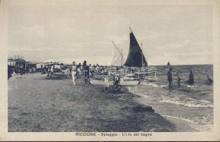 Riccione, Spiaggia, L'ora del bagno /beach, bathers, sailing boats