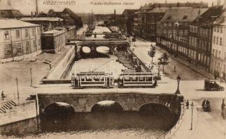 Copenhagen, Friederiksholms Kanal / tram, channel