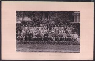 cca 1930 Budapest II. Manréza lelkigyakorlatos ház dolgozói. Fotó kartonon 18x12 cm