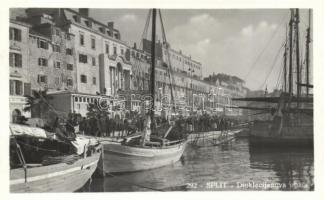 Split port, sailing ship