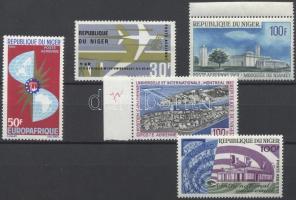 1966-1967 5 klf légiposta bélyeg (30f pici szakadás)