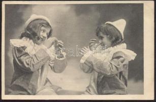 Girls as clowns, humour Kislányok bohóc jelmezben