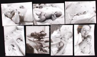 Gyermek születik, 11 db fotó,  magyar fotográfia szociofotó korszakából, 18x24 cm