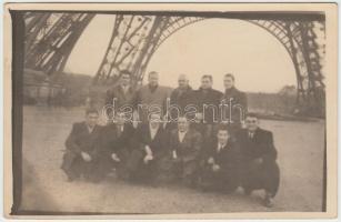 cca 1920 A Gamma FC néhány tagja az olasz labdarúgó válogatottal Párizsban. Fotó