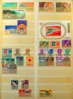 INDONESIA 1948-1978. Gyűjtemény többletpéldányokkal berakóban / Collection with duplicates in stockbook