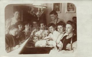 Pozsony, Bratislava; Embroidery, group photo, Pozsony, Hímző nők