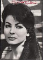 Giulia Rubini színésznő (1935-) saját kezű aláírása az őt ábrázoló fotón / autograph signature.