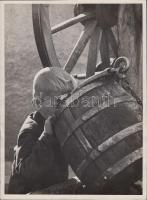 cca 1935 Neu Ferenc: Szomjúság, aláírt vintage fotóművészeti alkotás, 24x18 cm