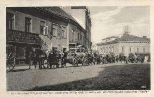 Vilnius, Wilna; deutsches Militär rückt ein / entry of the German troops, Russian theatre and shop in background
