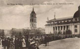 Vilnius, Wilna; in Erwartung des Kaisers an der Katedrale / waiting for Kaiser Wilhelm II by the Cathedral