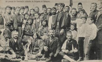 Un groupe de Comitadjis entoures de Bulgares et Valaques / Bulgarian freedom-fighters (komitadjis), Vlachs, Komitácsik csapata, körülöttük bolgárok és vlachok