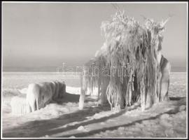 cca 1955 Krisch Béla: A tél mesevilága, pecséttel jelzett vintage fotóművészeti alkotás, 17x23,5 cm