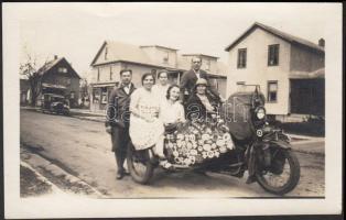 1931 A világutazó Bartha-Sulkowszky páros USA Ithacában feliratozott fotó. / 1931 Photo of the Hungarian world-wanderer Bartha-Sulkowszky couple in Ithaca, USA, 11x8 cm