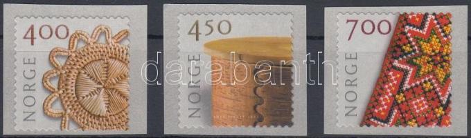 2001 Iparművészet öntapadós sor Mi 1368-1370