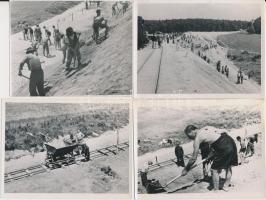 cca 1930 Gátépítő munkások, 4 db szociofotó, 9x12 cm