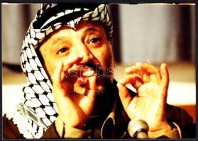 cca 1980-1990 Jasszer Arafat, sajtófotó, hátulján feliratozva, 12,5×8,5 cm