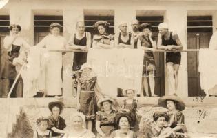 1911 Lovran, Lovrana; bathing people group photo