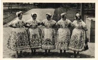 Hungarian folklore, girls from Kalocsa, Kalocsai lányok népviseletben