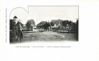 Phnompen, Bridge Treasure, parade of elephants