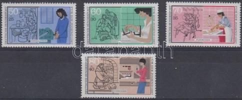 1987 Kétkezi munka sor Mi 1315-1318