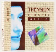 Avantgarde könyvművészeti alkotás, vagy tipográfus oktató darab: ................. Ide írja az Ön nevét: Thension classic Album. Jelen albumot éppen csak elkezdték írni ( A téma megközelítése nem olyan egyszerű. Nem úgy megy, hogy megfújjuk és már mindjárt trombita.) A kiadóra ill. az évszámra vonatkozó részt kérem töltse ki. Kiadói műbőr kötésben, papír védőborítóval. 13 nyomtatott és kb 160 üres oldal