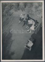 cca 1935 Kinszki Imre (1901-1945): Tavaszi napsütésben, pecséttel jelzett vintage fotóművészeti alkotás, 18x13 cm